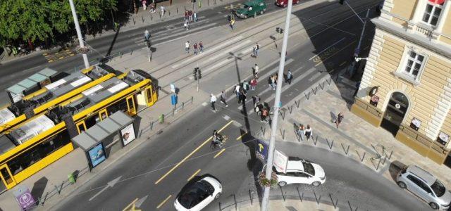 Trianon 100: egy percre leállt a tömegközlekedés Budapesten