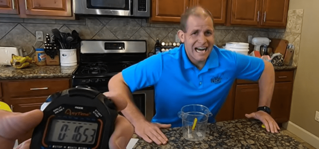 Világrekord: egy liter citromlevet ivott meg 17 másodperc alatt