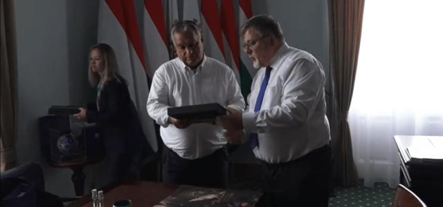 Csókolom, lányok! – Orbán Viktor Győrbe látogatott