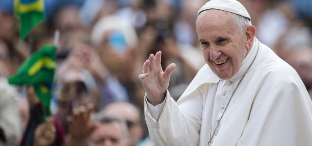 Ferenc pápa lélegeztetőgépet ajándékozott több országnak