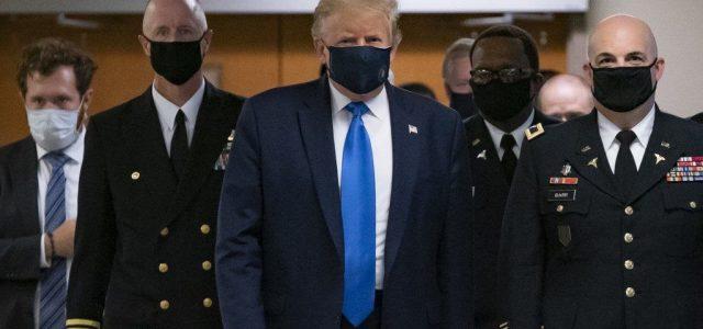 Először viselt maszkot a kamerák előtt Donald Trump