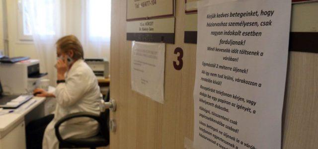Újra munkába állhatnak a 65 év feletti orvosok