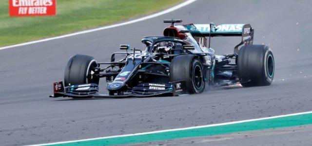 Hamilton defektes gumival nyerte meg a Brit Nagydíjat, egyre közelebb Schumacherhez