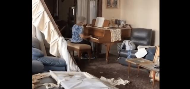 Szívszorító videón, amint egy bejrúti nagymama zongorázik a romos lakásában