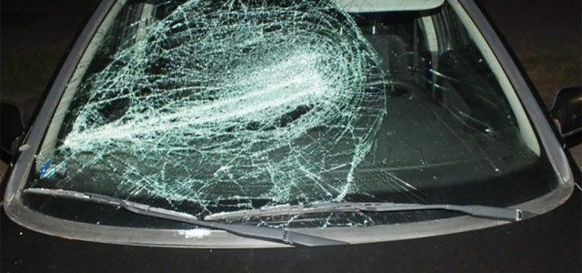 Vascsővel esett a cimborája kocsijának, mert rossz benzint tett a fűkaszába
