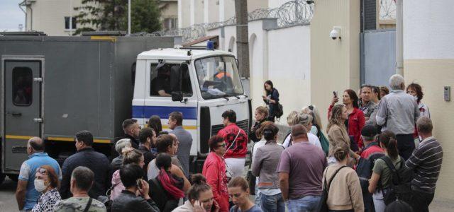 Lengyelország és a balti országok követelik, hogy ne alkalmazzanak erőszakot a beloruszokkal szemben