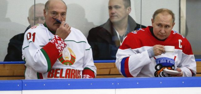 Lukasenka megállapodott Putyinnal: Oroszország azonnal beavatkozik, ha kérik