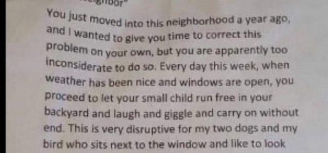 Levélben üzente meg a szomszéd: rendőrt hív, ha a kisfiú továbbra is a kertben mer játszani