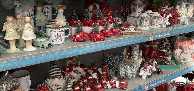 Rekord: Augusztus 25-én már karácsonyi dekort lehet kapni