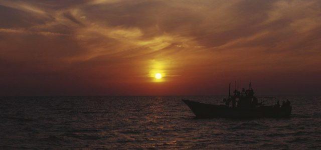 Menekültekkel teli hajó gyulladt ki az olasz partoknál