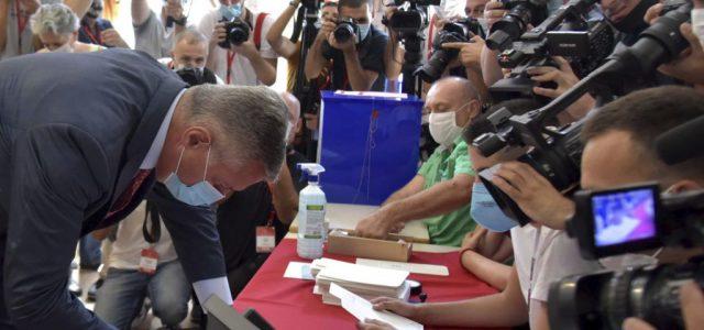 Montenegróban a szavazók háromnegyede leadta a voksát