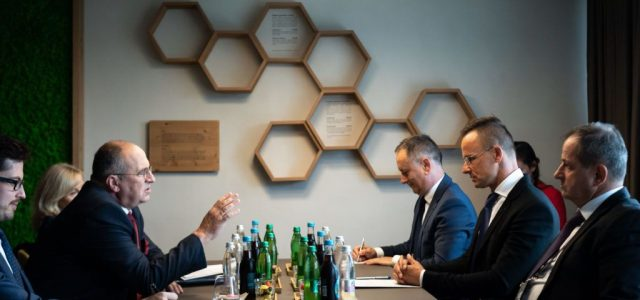 A lengyelek és a szlovákok is beléphetnek Magyarországra negatív teszttel