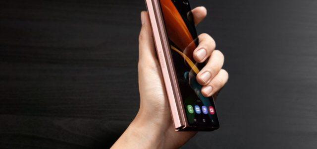 Itt a Samsung új, hajtogatható luxusmobilja