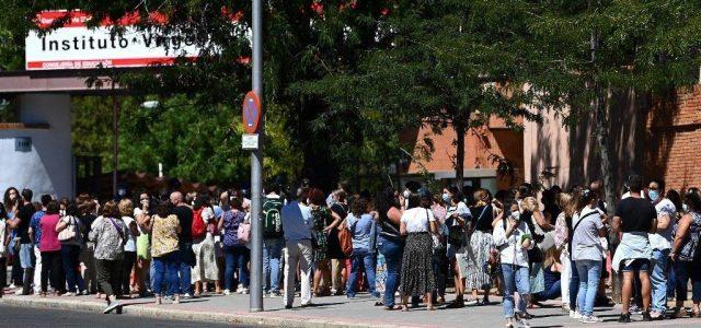 Fel kellett függeszteni a tanárok tesztelését Madridban