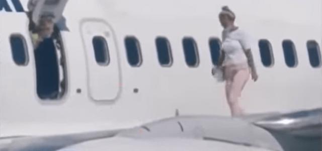 A gép szárnyára sétált egy nő a kijevi repülőtéren, hogy levegőzzön