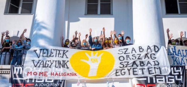 A MOME hallgatói is kiálltak az SZFE diákjai mellett