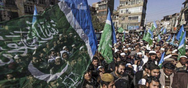 Ismét Mohamed a címlapon: nagy tömeg tüntetett a Charlie Hebdo ellen