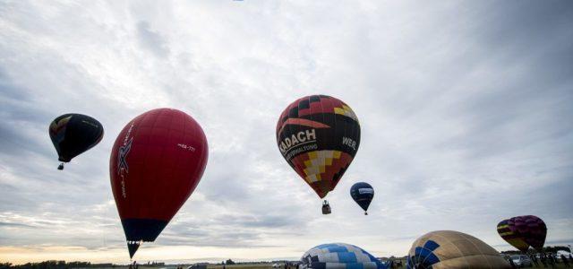 Felszállás közben kigyulladt egy hőlégballon, hárman kiugrottak