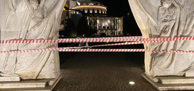 Tiltakozók nyomai a Vidnyánszky-vezette Nemzeti Színháznál