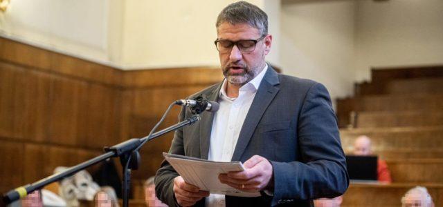 Az ügyészség cáfolja, hogy bárkit kirúgtak volna a Simonka-ügy vádirata miatt