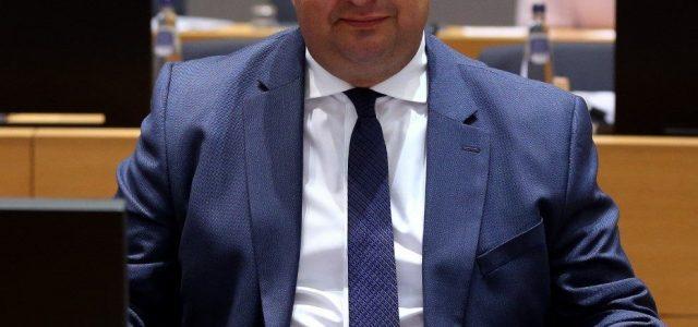 Máltai újságíró-gyilkosság: több száz üzenetet váltott az igazságügyi miniszter a vádlottal