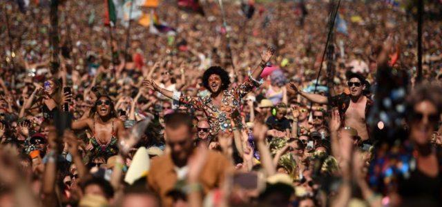 Csökkenhet a koncertjegyek áfakulcsa, digitális értéktárat kap a popkultúra
