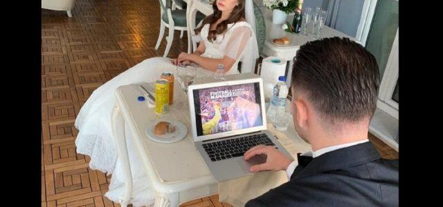 Esküvője volt, de azért kicsit játszott a laptopján