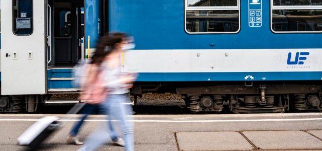 Leszállítják a vonatról és a Volánbuszról, aki nem visel maszkot
