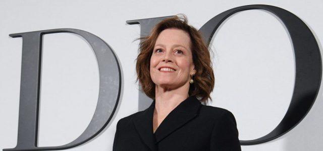 Sigourney Weaver és másik 42 külföldi filmes is kiáll az SzFE mellett