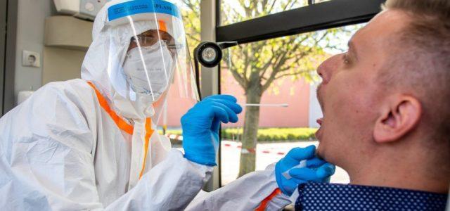 A DK szerint nevetséges és felháborító a 19500 forintos koronavírusteszt