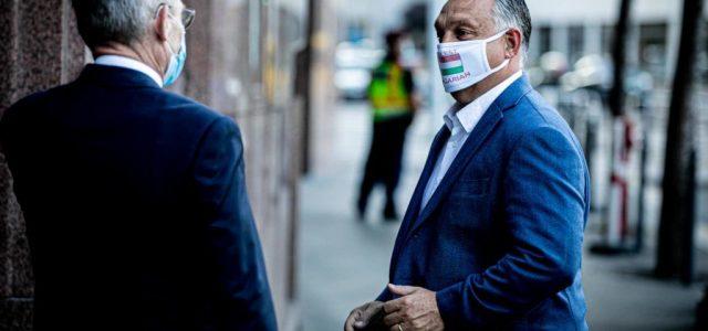 Orbán megkérte a fideszes képviselőket, hordjanak maszkot