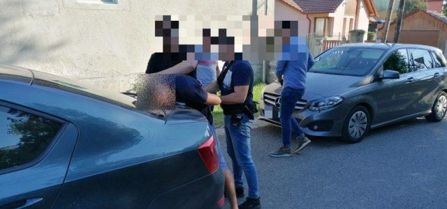 Fegyveres rablás volt a soproni Várkerületben, kocsiból lőttek üldözőikre a betörők