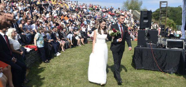 Az esküvőknek is betehet a korlátozás, 11-ig tarthat a lagzi