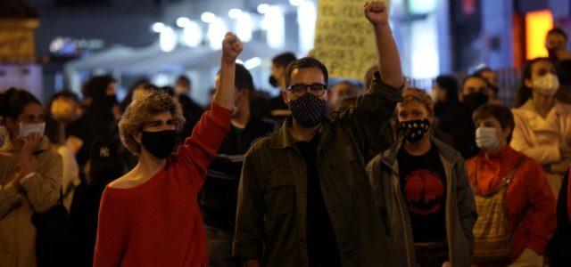Tüntettek Spanyolországban a koronavírus elleni korlátozások ellen