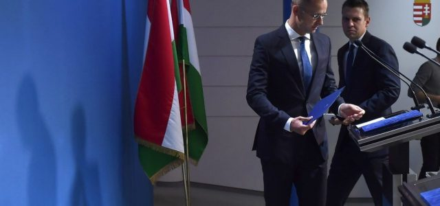 """""""Külügyminiszter úr még nem rúgott ki elég embert"""" – mondta Szijjártó államtitkára a friss szivárogtatásról"""