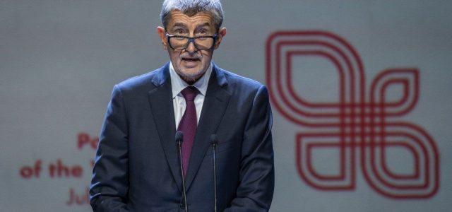 A cseh kormányfő elismerte, elhibázták a járványkezelést