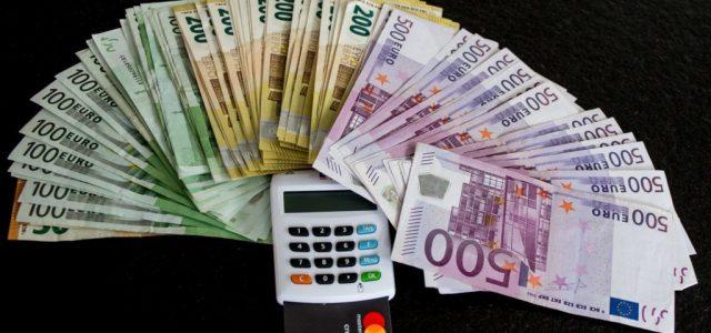 A 366 forintot súrolta az euró