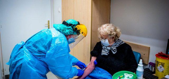 Romániában átlagosan 1300 új fertőzöttet találnak naponta