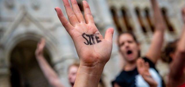 Az SZFE dolgozói sztájkot hirdettek, a kuratórium azonnal be is kérte a névsort, hogy kik vesznek rajta részt