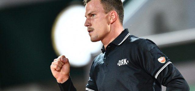 Fucsovics hatalmas bravúrral nyitott a Garroson