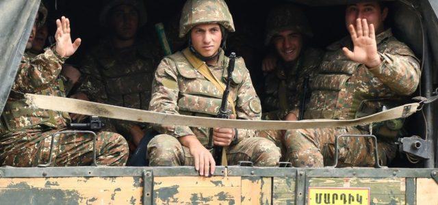 Putyin: Tűzszünetet kell hirdetni Hegyi-Karabahban