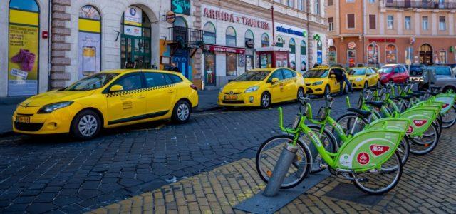 Döntött a taxisok és a turisztikai vállalkozások megsegítéséről Budapest