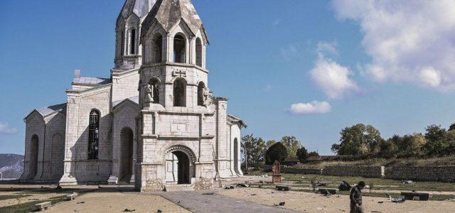 Az azeriek lebombázták Karabah egyik legfontosabb templomát