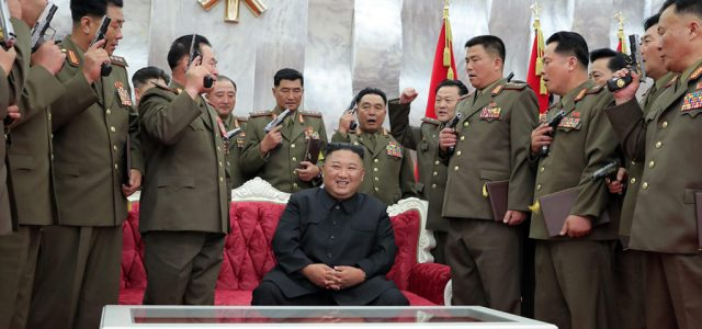 Kim Dzsongun elsírta magát, de a világ egyik legerősebb fegyverével emelte a tétet