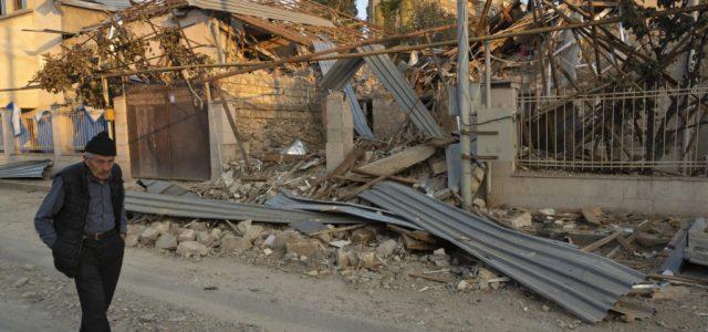 Éjféltől elhallgatnak a fegyverek az örmény-azeri háborúban