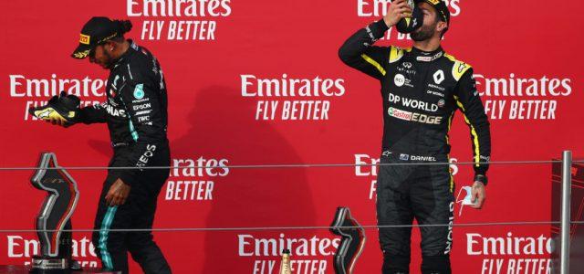 Daniel Ricciardo cipőjéből ivott Lewis Hamilton