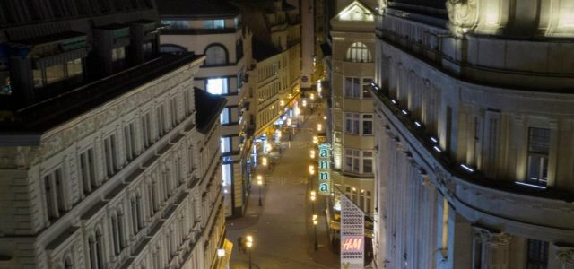 Talán sosem volt még ilyen kihalt este a Váci utca