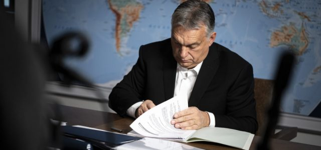 """Orbán a """"füles gulyás"""": maró gúnnyal kritizálták a magyar kormányt a német közszolgálati csatornán"""