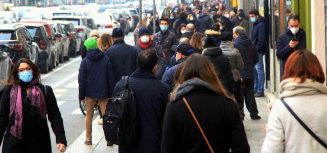 Ellepték a vásárlók Milánó és Torinó belvárosát a korlátozások enyhítés után