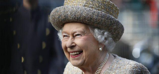 Erzsébet királynő: Visszatérnek majd a jobb napok, s újra a családunkkal lehetünk